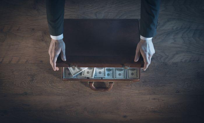 geld witwassen; belastingontduiking